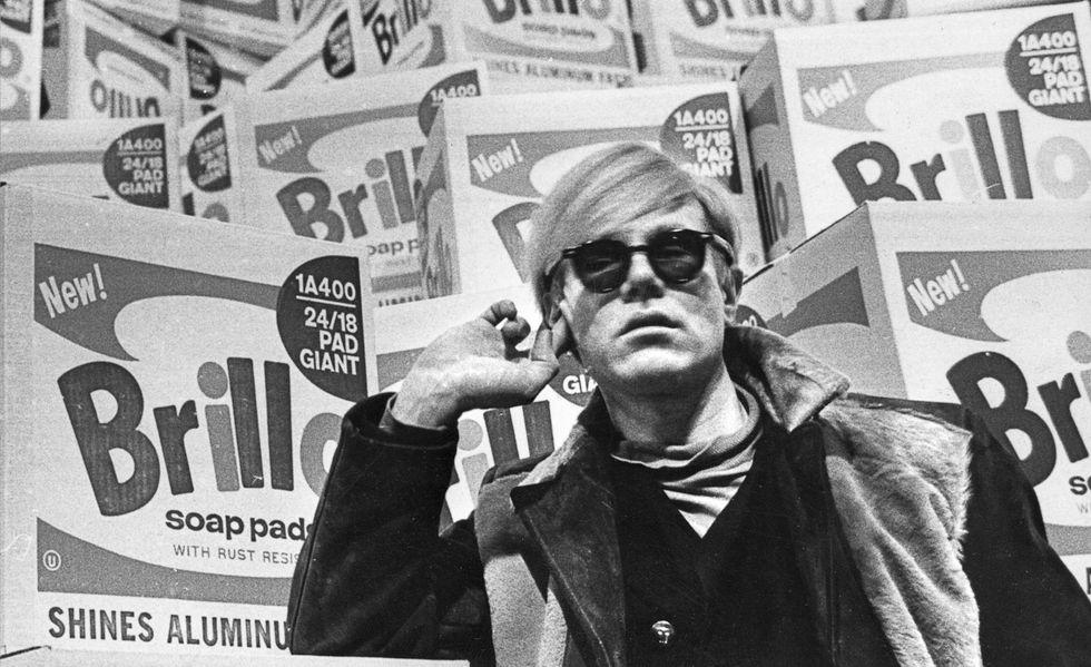 Andy Warhol i sin utställning  på Moderna Museet 1968.