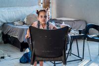 Treåriga Lava bor efter explosionen i ett hus utan väggar.