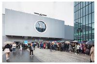 Art Basel är ett kastsamhälle i miniatyr. Först släpps de resursstarka in, sedan kommer det vanliga VIP-gänget och först under de sista dagarna - nu ihelgen - släpps allmänheten in i branschens största konstmässa.