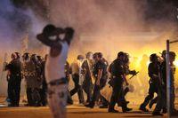 Polis använde tårgas mot demonstranterna i Memphis på onsdagskvällen.