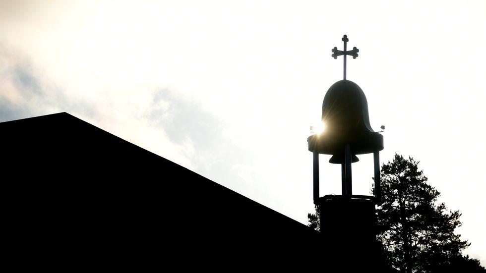 Kyrkklockan i Åsa fick stängas av manuellt av vaktmästaren efter två timmar. Arkivbilden föreställer en kyrka i Tensta.
