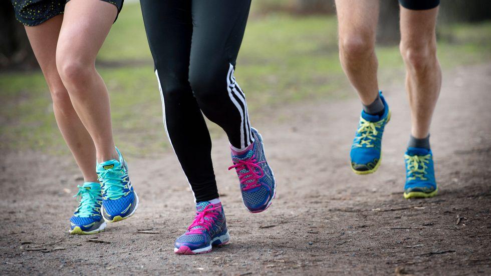 Du behöver inte byta löparskor enbart för att du har sprungit ett visst antal mil.