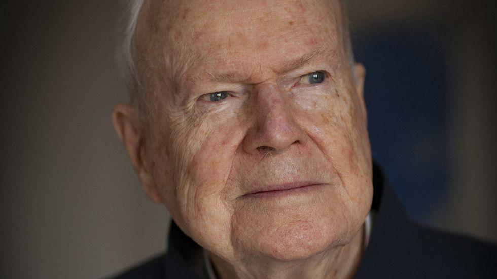 Kjell Espmark, som fyller 90 år den 19 februari, är poet, romanförfattare och litteraturvetare, och sedan 1981 ledamot av Svenska Akademien.