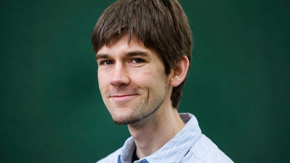 Sam Kean skrivit för bland annat The New York Times Magazine, Psychology Today och The New Scientist.
