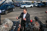 I september förra året var Teslas vd Elon Musk på plats utanför fabriken för att prata journalister om sitt projekt.