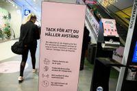 På lördag vill Folkhälsomyndigheten skärpa reglerna för butiker och varuhus – max 500 i butiken blir regeln. Arkivbild.