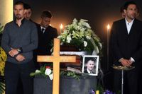 Ivan Turina begravdes i Zagreb 17 maj. Familj, vänner och fotbollskollegor närvarade vid begravningsgudstjänsten.