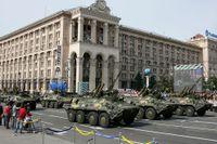 Ukrainska trupper deltar i en parad för att fira Ukrainas självständighetsdag på söndagen.