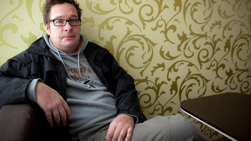"""Kristian Lundberg, född 1956 i Malmö, har sedan debuten 1991 med """"Genom september"""" gett ut över 20 böcker, bestående av diktsamlingar, romaner och deckare."""