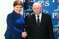 Polens premiärminister, Beata Szydlo, till vänster, och Jaroslaw Kaczynski partiledare för ultrakonservativa Lag och Rättvisa. Enligt den judiska organisationen EJC har antisemitismen ökat sedan Lag och Rättvisa tog över makten i landet. Arkivbild.