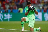 Brasilianske VM-målvakten Alisson ser ut att fortsätta karriären i Liverpool. Arkivbild.