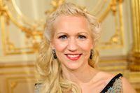 Onsdag 13 augusti. Gunhild Carling. Musiker, sångerska, 39 år. Född och uppväxt i Göteborg, bor i Eslöv. Debuterar som sommarvärd.