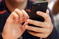 Sociala medier som Facebook och Google hjälper Vietnams regering att censurera och förtrycka befolkningen, enligt en ny rapport från Amnesty.