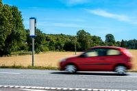 Många fartdårar slipper undan böter på landets vägar. Arkivbild.
