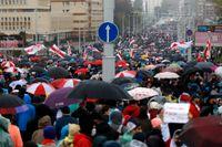 Demonstrationen i Minsk på söndagen. Över 700 personer greps och fördes bort.