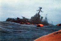 Den argentinska kryssaren General Belgrano sjunker, den 1 maj 1982.