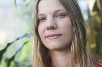 """Författaren Emma Karinsdotter är aktuell med sin första barnbok """"Lisbet och Sambakungen""""."""