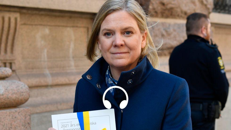 Finansminister Magdalena Andersson med budgetpropositionen.