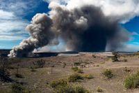 Askmolnet stiger från vulkanen Kilauea.
