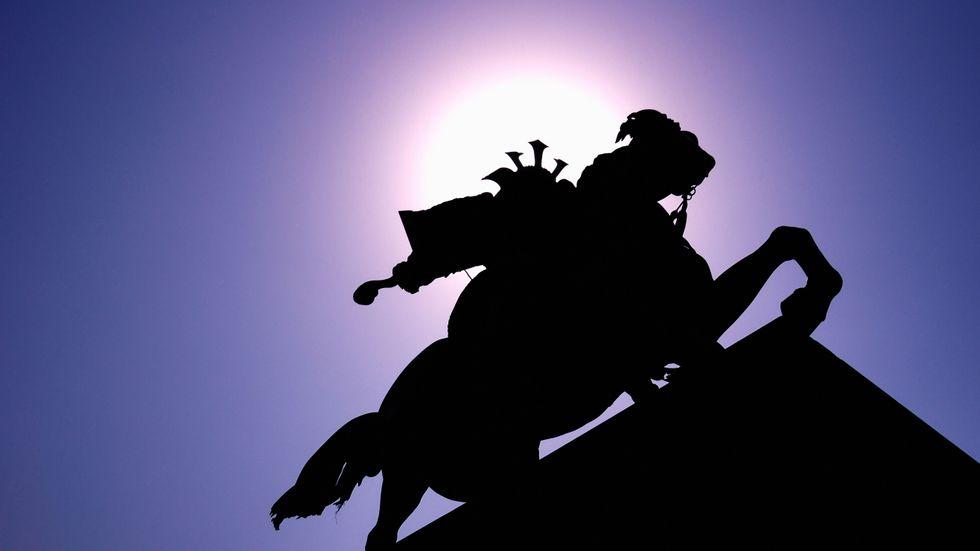 Staty föreställande samurajkrigaren Kusunoki Masashige i Tokyo i Japan.