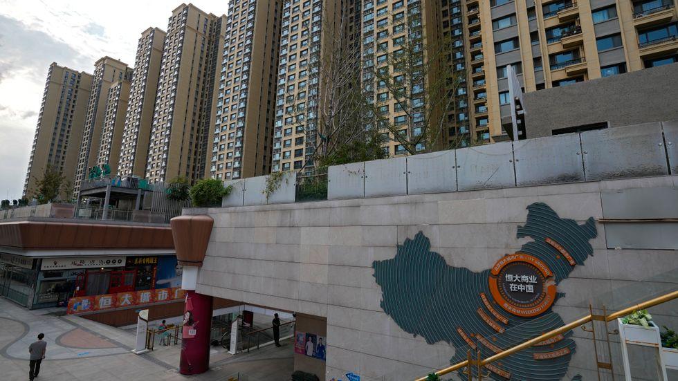 Den kinesiska fastighetsjätten Evergrande lider av akuta likviditetsproblem och får världens börser att skada. Arkivbild.