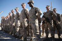 USA minskar sin bemanning i Afghanistan och Irak. Här står amerikanska soldater på led vid en anläggning i Helmand-provinsen, i januari 2018. Arkivbild.