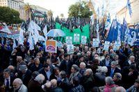 Argentinare demonstrerar på onsdagen i stöd för sin regering.