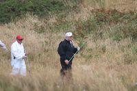 USA:s president Donald Trump spelar golf vid sitt hotell Turnberry i Skottland. Bilden är från förra sommaren.