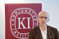 Konjunkturinstitutet, med generaldirektör Urban Hansson Brusewitz, presenterar en ny barometerindikator som lyfter med draghjälp från tillverkningsindustrin. Arkivbild