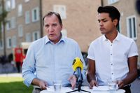 Statsminister Stefan Löfven (S) och SSU:s ordförande Philip Botström under lördagens pressträff i Uppsala där partiets åtgärder för att minska bodstadsbristen hos unga presenterades.