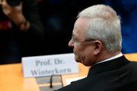 Volkswagens tidigare vd Martin Winterkorn står i händelsernas centrum när rättegången mot hans tidigare arbetsgivare startar på måndag i tyska staden Braunschweig. Arkivbild.