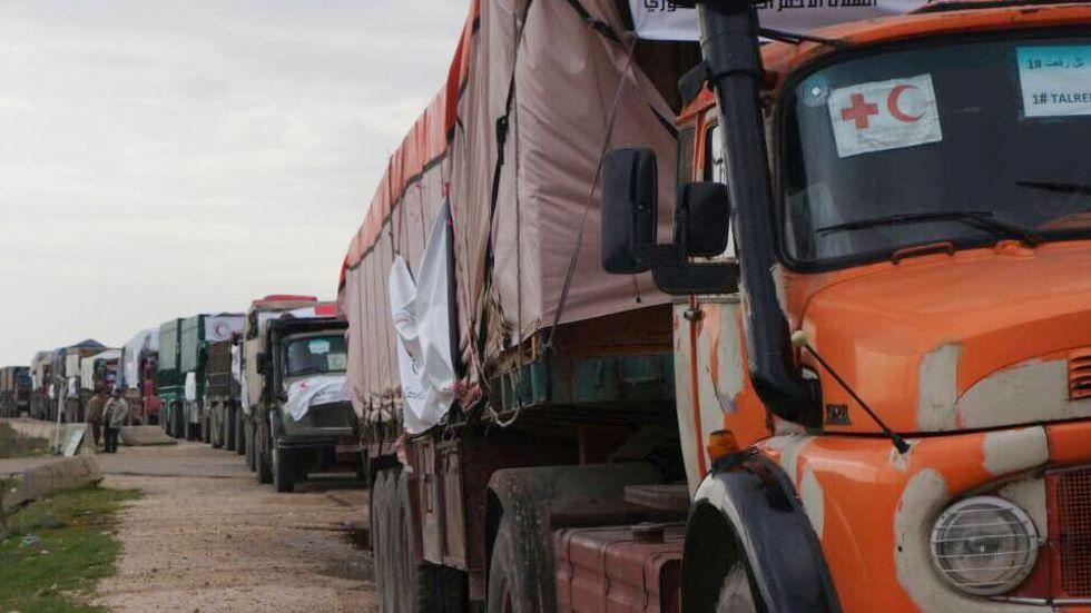 En rödakorskonvoj på väg in i Syrien, våren 2018.