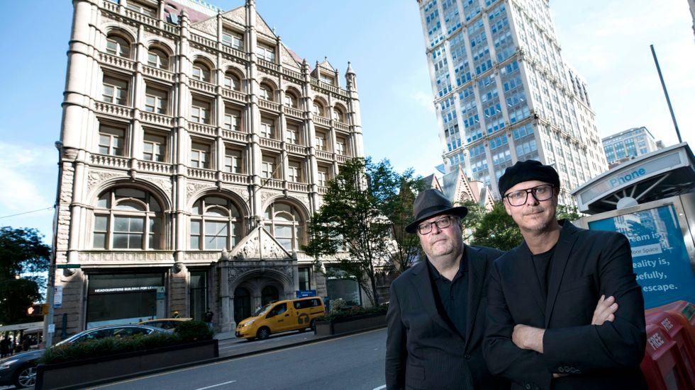 """Jan och Per Broman, grundarna av Fotografiska, vid """"The Church Mission Building"""" som inhyser Fotografiska i New York."""