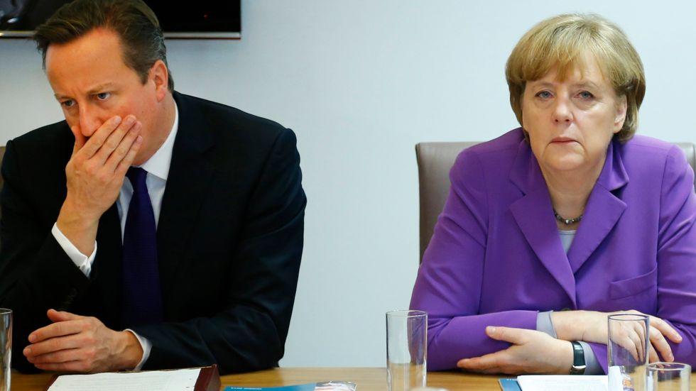 David Cameron står i dag otroligt stark jämfört med tidigare. Till höger Tysklands förbundskansler Angela Merkel.