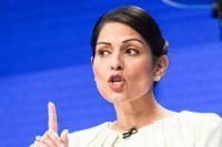 Inrikesminister Priti Patel lovar att tackla sexismen inom den brittiska poliskåren.
