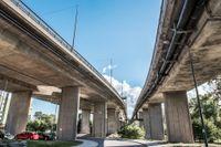 E-schakt har blivit anlitade för många renoveringsarbeten på Essingeleden, med utbetalningar på tiotals miljoner kronor sedan 2011.
