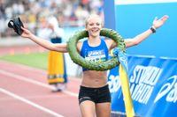 Mikaela Larsson vann Stockholm Marathon i högsommarvärme.