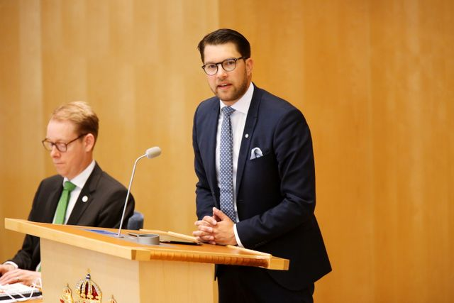 Ordföranden i Sverigedemokraterna, Jimmie Åkesson, behöver lägga alla kort på bordet om kopplingar till och infiltrationsförsök från främmande makt.