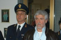 Salvatore Lo Piccolo grips av polis 2007. Lo Piccolo ska ha varit en av maffiagruppen Cosa Nostras ledare.