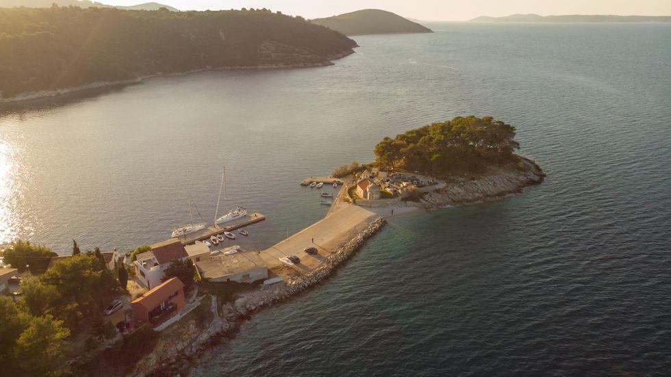 Kroatiens skärgård lockar med sitt spektakulära landskap och fridfulla stränder.