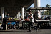Priserna på mat och andra basvaror har stigit ännu mer i Syrien. Fattigdomen breder ut sig i det krigshärjade landet.