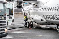 Det var 45 procent biobränsle i tanken när flygbolaget BRA tankade sitt nya plan på Bromma för en flygning till Umeå. Biobränslet var gjort i USA på gammal frityrolja från restauranger.