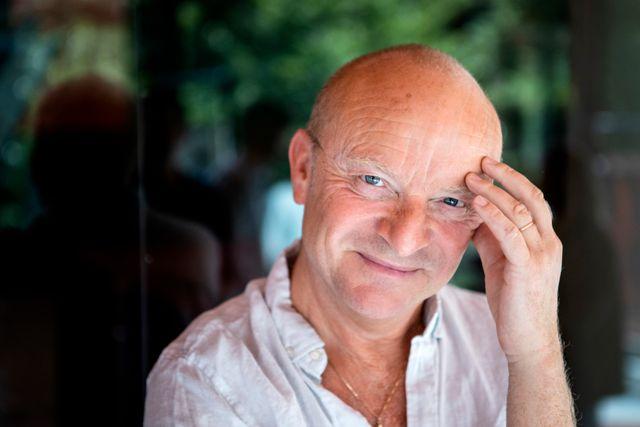 Komikern och författaren Jonas Gardell har under coronapandemin varit en högljudd kritiker mot regeringens hantering av kulturbranschen.