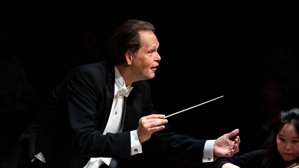 Dirigenten Patrik Ringborg får Stenhammars symfoni att bli en palimpsest där skriften ligger i lager på lager.