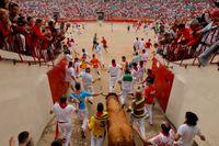 På fredagskvällen arrangeras återigen tjurfäktning på Mallorca, sedan lokala regler upphävts av Spaniens författningsdomstol. På bilden tjurfäktning i Pamplona 2014.