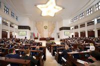 President Alexander Lukasjenko talar till parlamentet i Minsk.