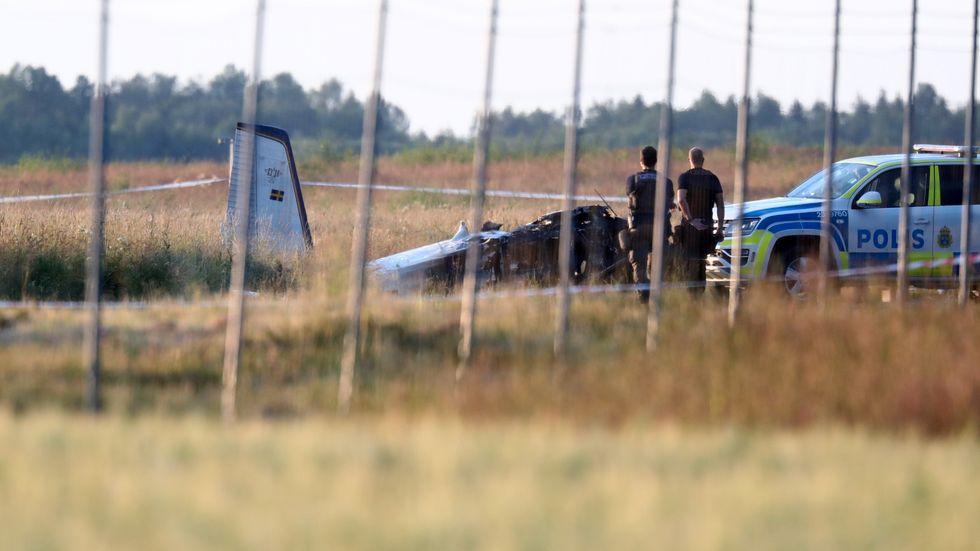 Flera personer har omkommit i en flygkrasch i Örebro.