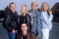 The Go-Betweens – längst fram Robert Forster, bakre raden frv: Grant McLennan, Amanda Brown, John Willsteed och Lindy Morrison.
