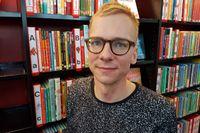 Genom skräck. Tobias Gard från Trollhättan har upptäckt ett effektivt sätt att sprida läslust.