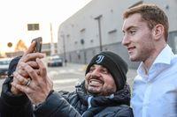 Dejan Kulusevski är klar för storklubben Juventus. Svensken har skrivit på ett kontrakt som sträcker sig till sommaren 2024. Här blir han fotograferad i samband med att han anlände till Turin på torsdagen.